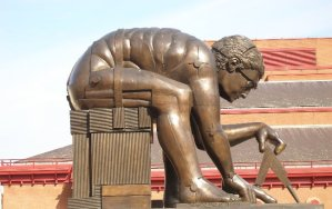 Statue of Newton (after Paolozzi) in the British Library courtyard (London